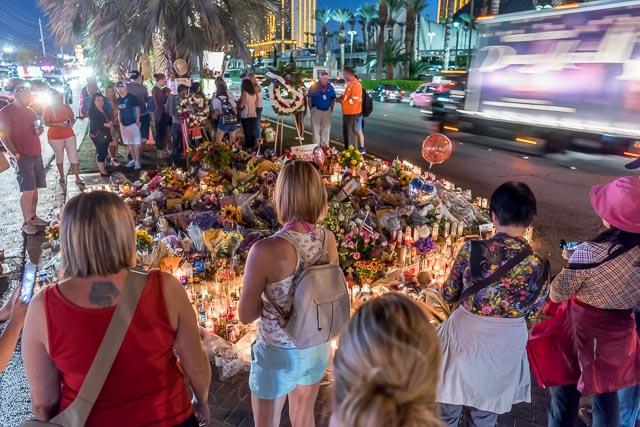 実はここ、事件の犠牲者の慰霊と追悼のための場所になっていました。