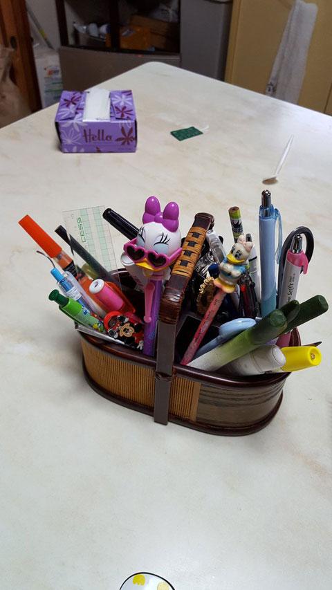 リアル実家にてディズニー系土産物の多さよ 後ろの半分サイズのティッシュ箱は母の自作とのこと(kebiyama)