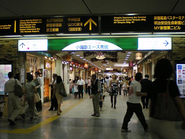 小田急エース側入口