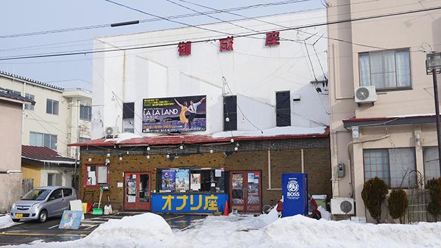 寒波の影響で今年は正月前の秋田にもどかどか雪が積もっているようです