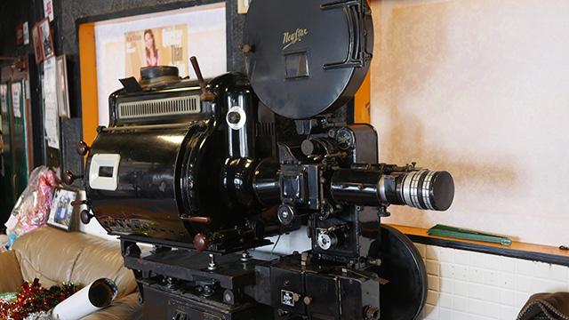 年季の入った映写機…今度はこれでマインスイーパーを