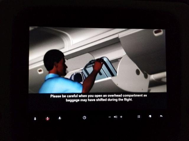 荷物はちゃんと中にいれましょうと、エチオピア語と英語で説明