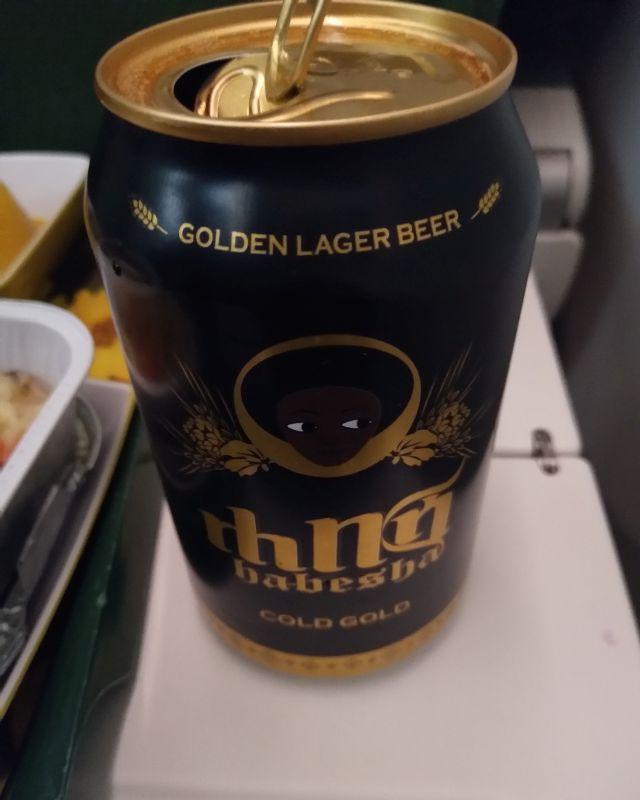 エチオピアオリジナルの飲み物が欲しいといって、ビールをCAさんからもらいました。