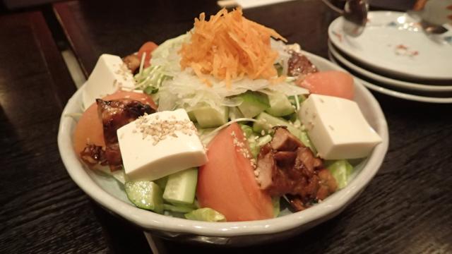 豆腐サラダには豆腐と同じ分量の鶏肉が鎮座していた。鶏肉への思いの強さを感じる
