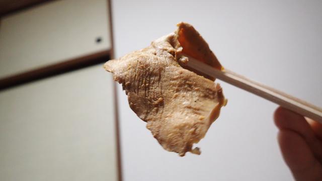 うすい鶏むね肉。冷めていてもうまい。ぱさっとしていない