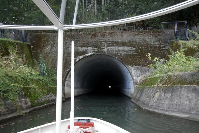明治の第一トンネルと比べると、装飾が無くて素っ気ない印象である