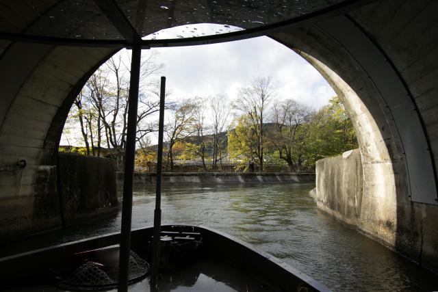 諸羽トンネルを抜け、疏水は再び開渠となる