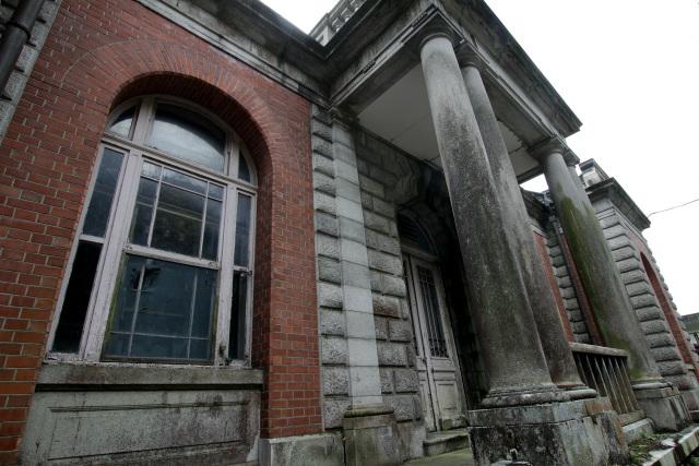 それは明治45年(1912年)建造の「旧御所水道ポンプ室」である