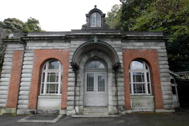 旧東宮御所などの設計で著名な片山東熊によって築かれた水道施設だ