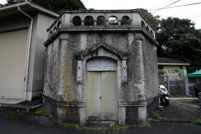 近くには、同時代に築かれたと思われる建物(休憩室?)も残る