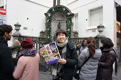 ベルギーに行ったので、小便小僧と日本の記念写真を撮った。日本のでかさと小便小僧の小ささよ。
