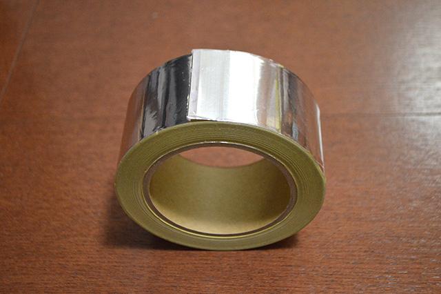 その名もメタルテープ。ゼムクリップを作るために生まれてきたような アイテム