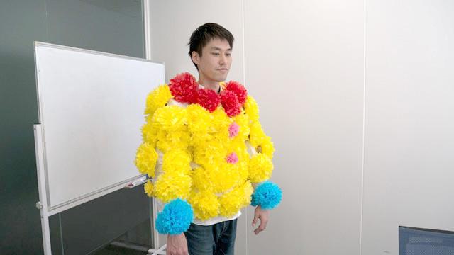 紙花を好きなように付けていけば完成である。おめでとう!