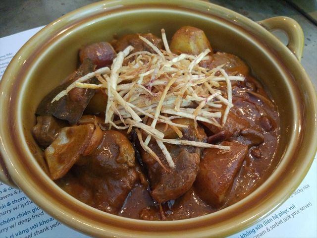 ベトナムで食べたものだけど、マッサマンカレー。はじめて食べたけど甘くて濃厚、めちゃくちゃ美味しい。