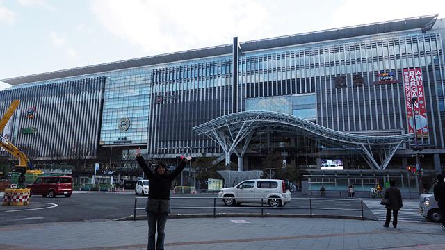 空港から6分で博多駅。超便利!
