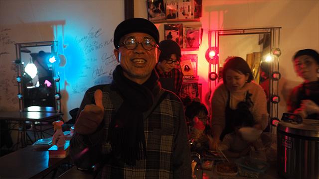川口さん。材料費が一杯当たり3000円かかっても、500円で提供するという変なおじさんだ。