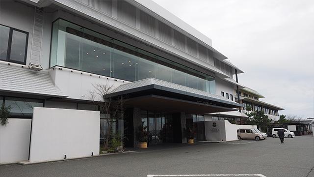 展望台をもう少しあがった所にある「アゴーラ福岡山の上ホテル」。フロア全体が良い香り。