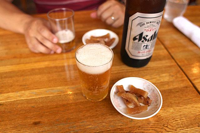 餃子にはやっぱりビール。昼間から飲んじゃったよ!