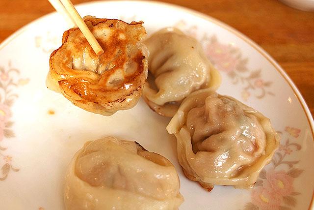 円満餃子の美味しさは本物。食べた瞬間、これまで食べてきた餃子と違うなと思った。