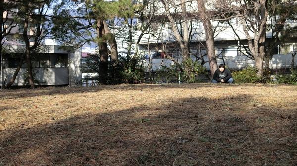 この後、グミを買って食べたらお腹がすごく膨れてしまったので、近くにあった古墳のある公園で古墳を見て休んだ。
