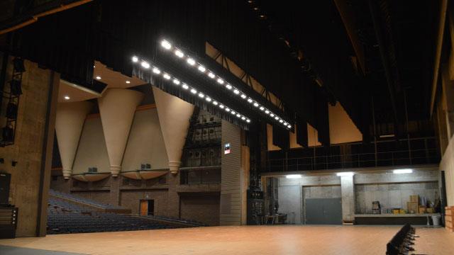 じゃ~~~ん!こちらが今回借りたホール。ステージ袖からの眺め