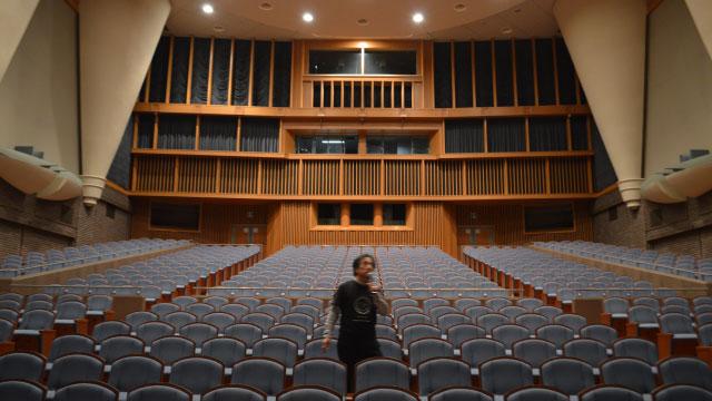 マイクテストをしながら客席をかける姿も劇場を支配している者のようでかっこいい