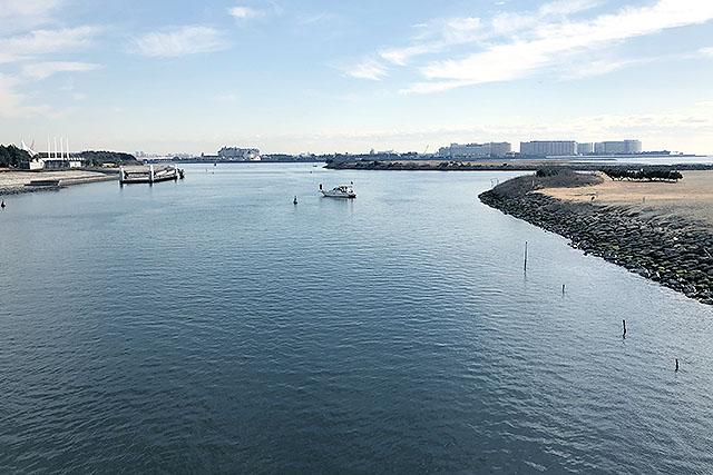 遠くに見えるのは舞浜のディズニーリゾートのホテル群です。あっち側の話は『割と知られてない、ディズニー以外の浦安』で書きました。