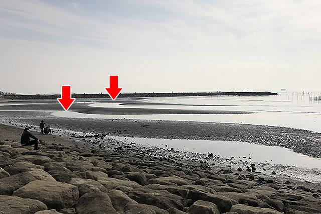 上の赤い矢印みたいなとこで撮影できます。渚の左側です。