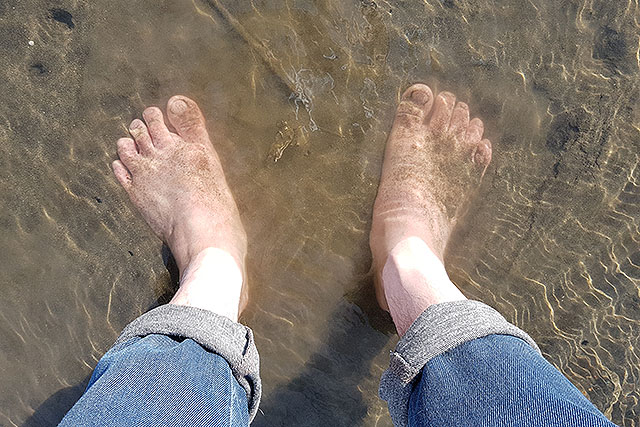 素足はちょっと危ない。そして冷たい。