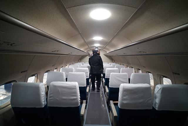 新幹線の車内みたいな客席。