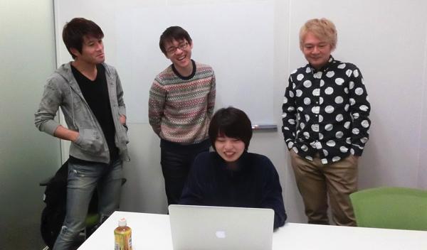 左からこのサイトの編集部の安藤さん、石川さん、そして編集長の林さんだ。私は編集部と契約をしているので、この記事を書くことができる。