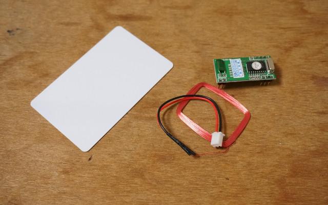 たとえば、RFIDのリーダーとタグ。