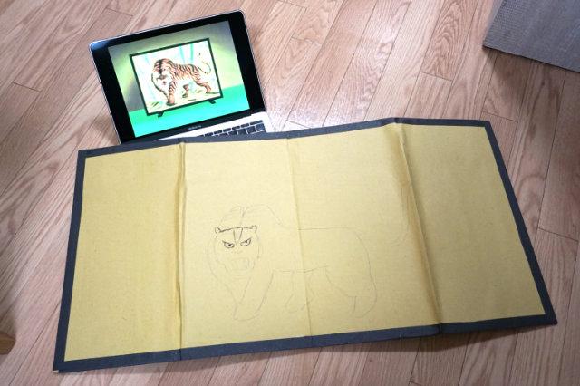 一休さんの虎を参考に描く。
