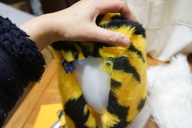 人間の頭マネキンで、虎の頭の形を探って行く。で、いいのだろうか。