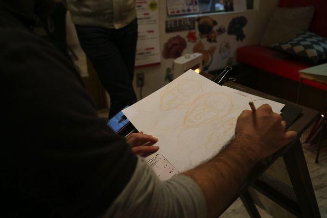 例のごとくスルスルと下書きを描いていく