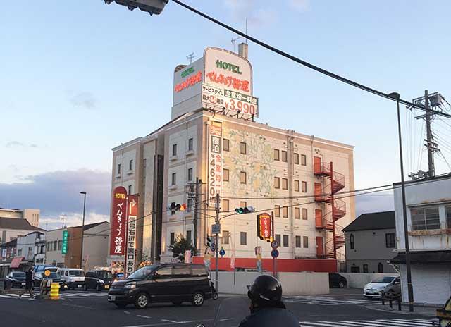 尼崎の手前で有名なラブホテル「べんきょう部屋」を見つけて少し興奮