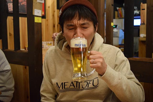 やけに美味しそうにビールを飲むこの人がヤマコさん