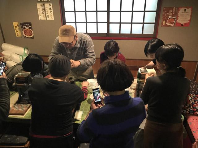 夕方にお客さんが一気に来て、10人くらい製麺待ちの行列ができてしまったのは申し訳なかった。