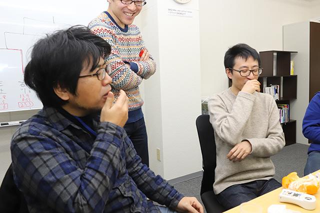 「おおう…これは……」と、せとかの美味さに絶句する三土さんとE社石川さん。数値以前に勝負が明らかだった。