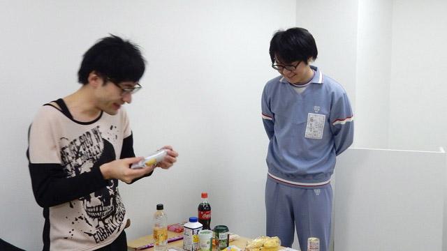 北向さんは不良中学生の私服のイメージ。本当は全然こんな人ではない。藤原さんのは当時来ていた体操服。リアルすぎて逆にフィクションに見えてくる。