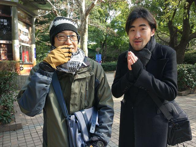 情報を教えてくれた在住7年目の水谷くん(左)、その友人の上海出身の張さん(右)。