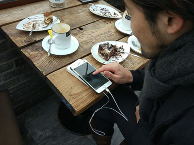 一方、張さんのような世代の子たちは、出会い系アプリを駆使するのでした。