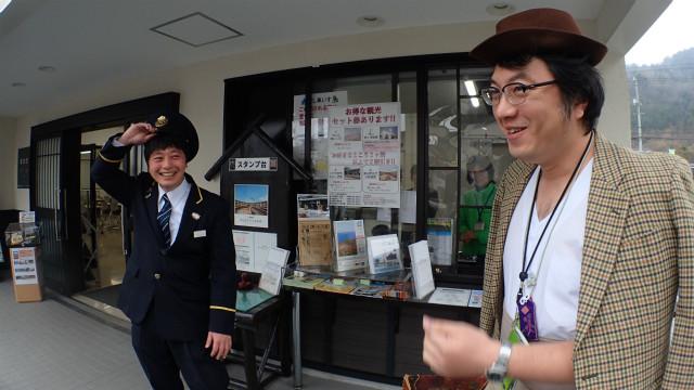 左・観光協会の岸本祥吾さん