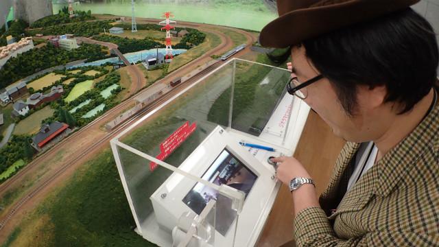 カメラを積んだ列車模型が走るんです!