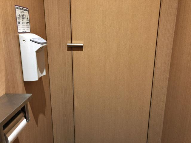 「お腹をこわしてトイレから出られません」(トルー)「 トイレに入っていたら、外でバタンという音がして、ドアが開かなくなってしまいました……。」(玉置標本)
