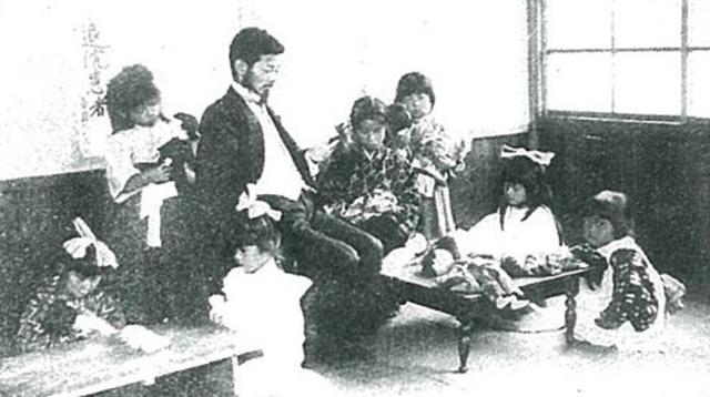 大正から昭和の初期に人形を通じた教育を行うべく運営されていた「人形病院」。病室があり治療費もびしっと決まっていました。弔い用の人形塚もあったそう。