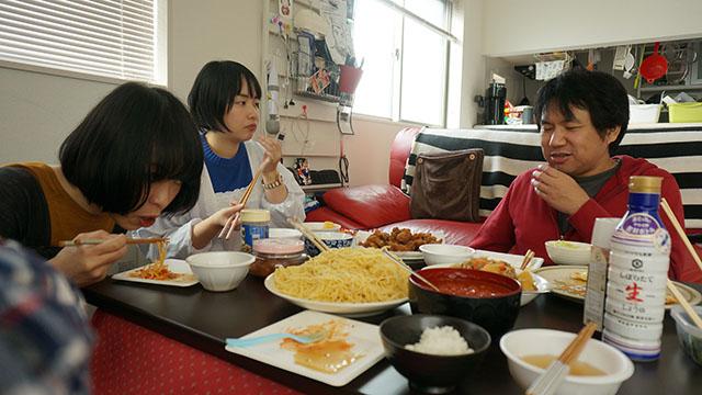 思い出せる範囲で大家族の食卓教えてください。