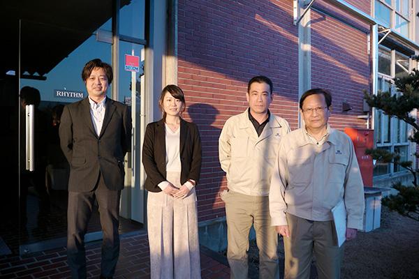 左からリズム時計工業の青木さん、菅谷さん、古木さん、中島さん。今日はよろしくお願いします