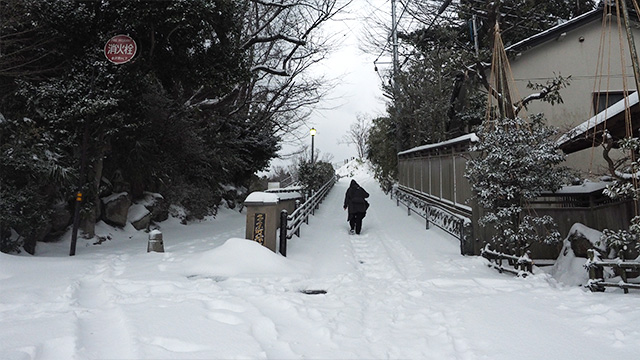 雪が無ければ大したことの無い坂道だが。