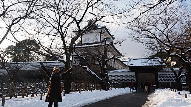 すぐ隣には金沢城公園。